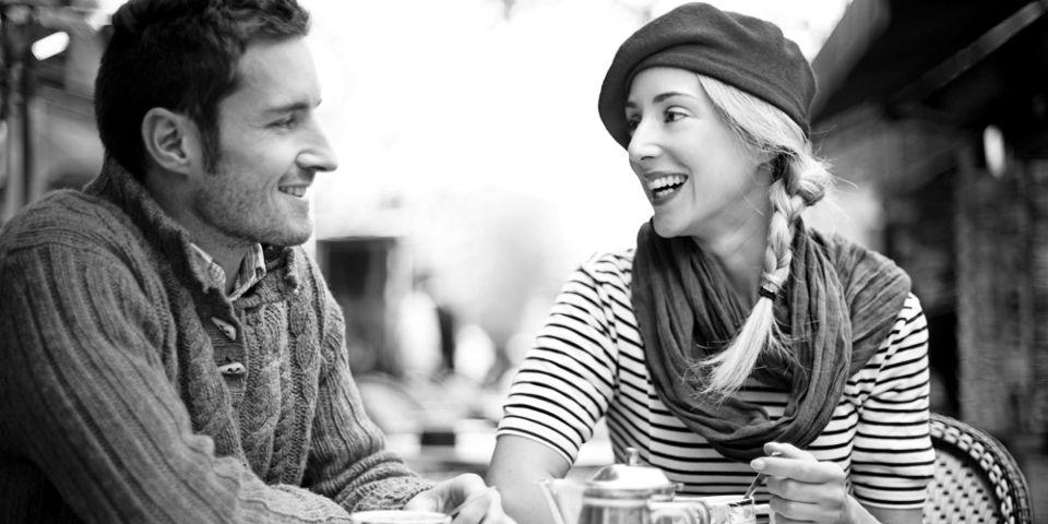 Кто делает первый шаг к сближению, женщина или мужчина?