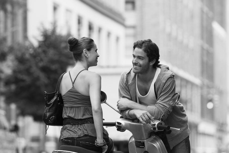 Парни знакомятся на улице с девушками для секса за деньги