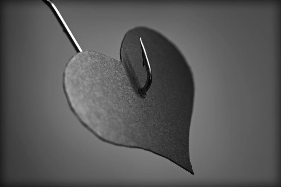 Любовная зависимость (аддикция): избавление, признаки, в отношениях