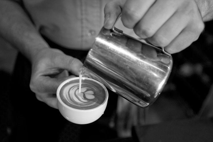 Горячий кофе - это намек)