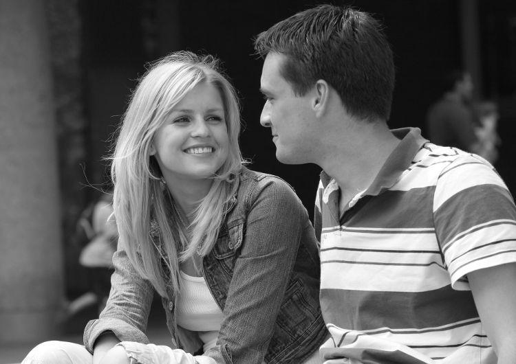 Видео как однакласница пришла в гости к оноклассницы и они начили целоваться фото 804-280