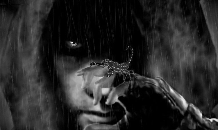 Что скрывает маска скорпиона-мужчины?