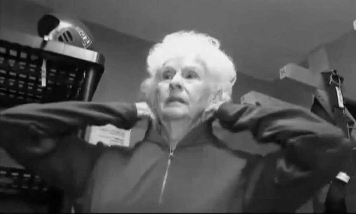 Бабушка манипулирует