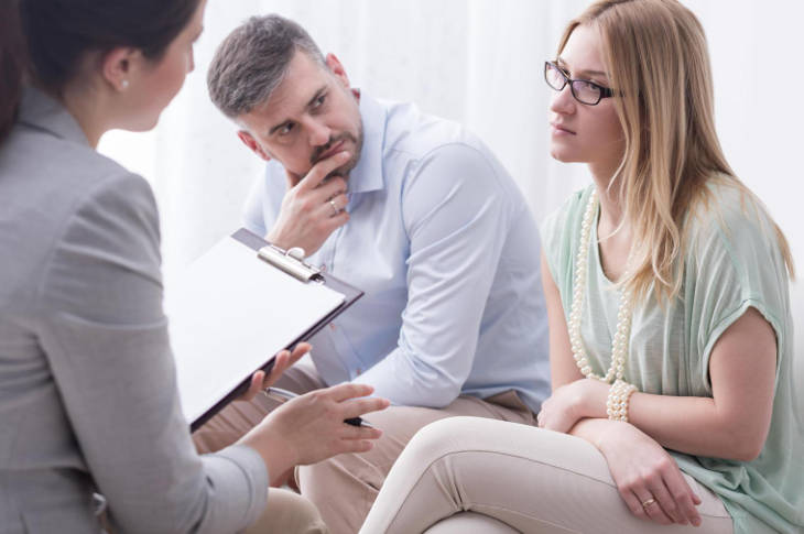 Семья на приеме у психолога