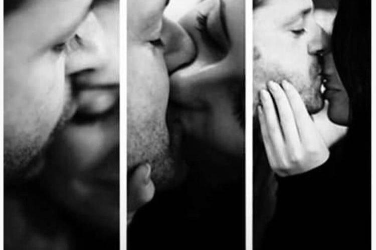 Любимые милуются и целуются...