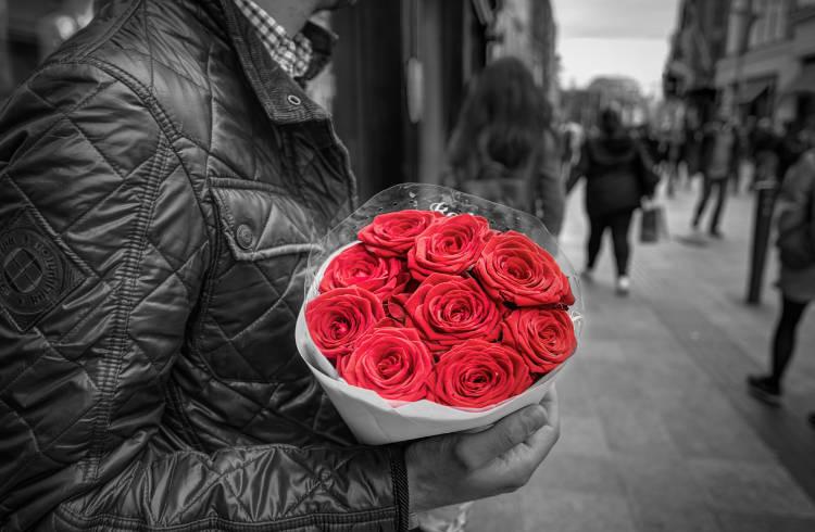 Букет роз девушке на свидание
