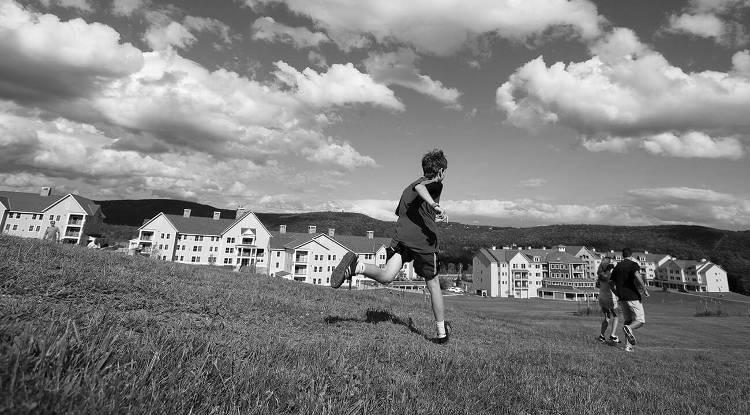 Соседский мальчик в деревне