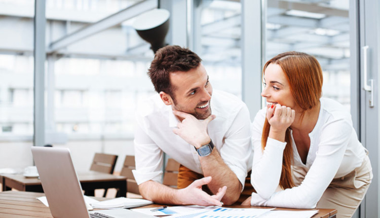 Как на работе флиртовать с девушкой на работу в москву требуются девушки для