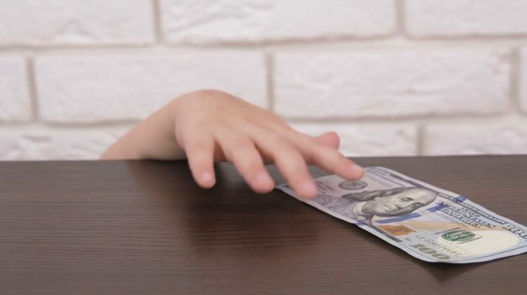 ребенок ворует деньги на онлайн игры
