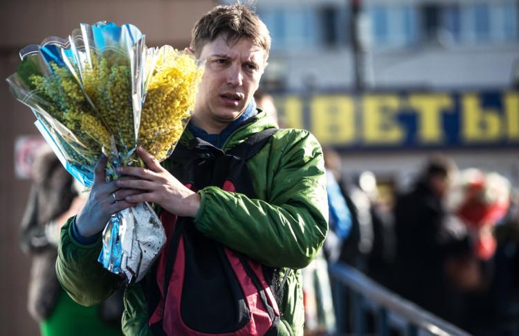На 8 Марта дарю цветы незнакомке
